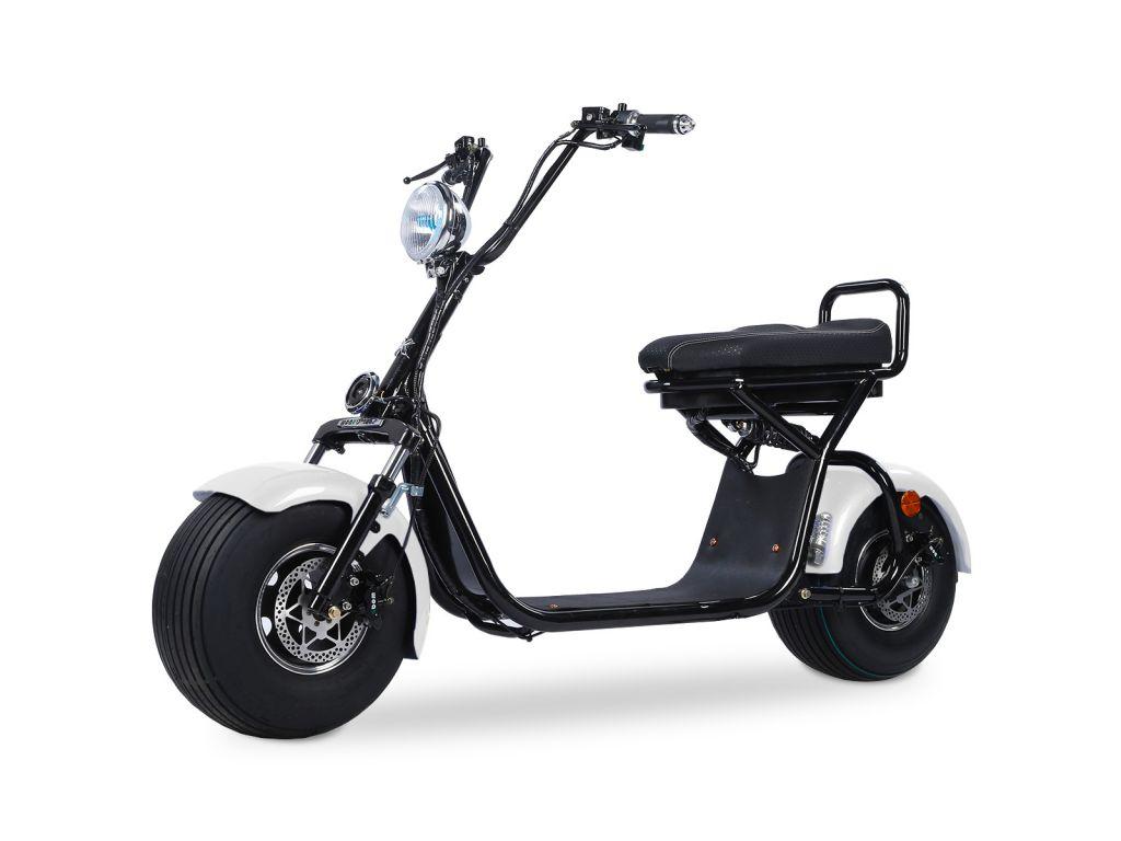 Quad'n Scoot, spécialiste du 2 roues à Brest en Bretagne vous propose sa trottinette électrique blanche et noire
