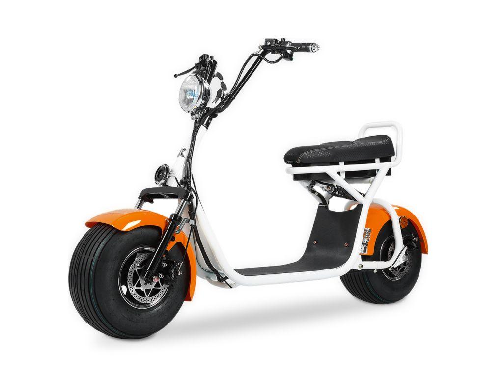 Quad'n Scoot, spécialiste du 2 roues à Brest en Bretagne vous propose sa trottinette électrique blanche et orange