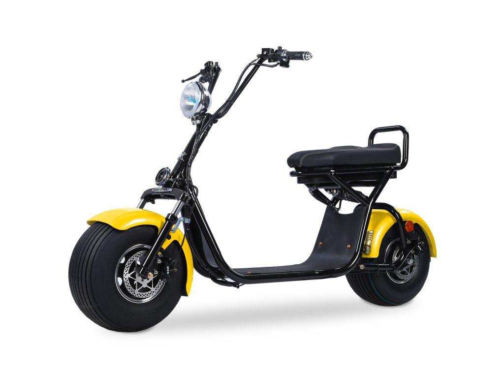 Quad'n Scoot, spécialiste du 2 roues à Brest en Bretagne vous propose sa trottinette électrique noire et jaune